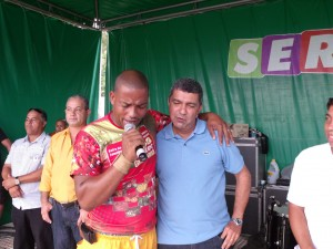 Prefeito Sérgio Vidigal e Evangelista Rubens cantam juntos em louvor