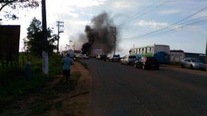 Comunidade de Nova Almeida protesta contra o descaso da prefeitura da Serra