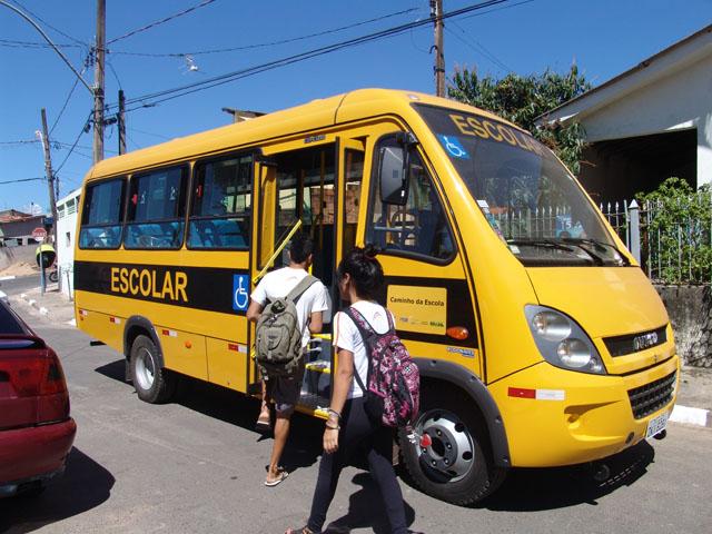 Obrigatoriedade de cadeirinha em transporte escolar é suspenso