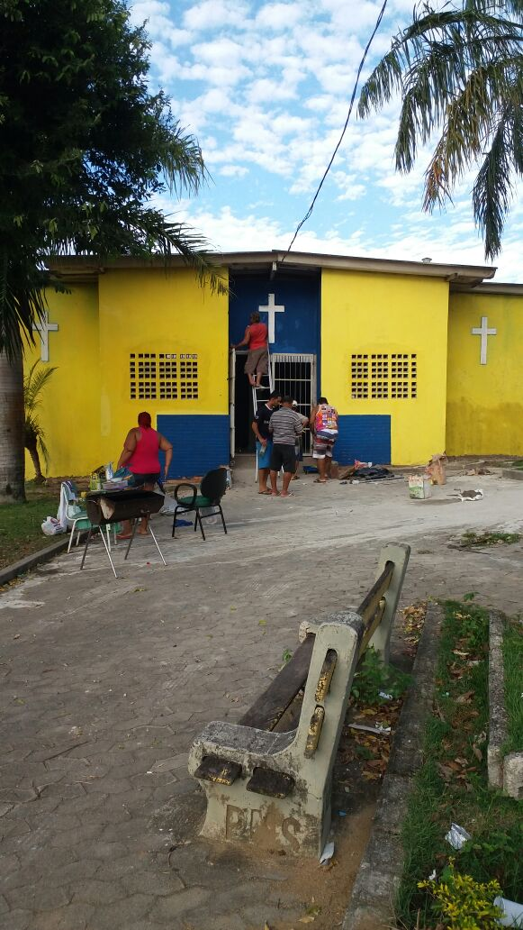 Movimento comunitário de Feu Rosa executa serviço publico