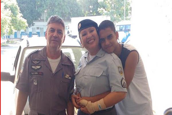 Casal de policiais militares relembra adoção de filho