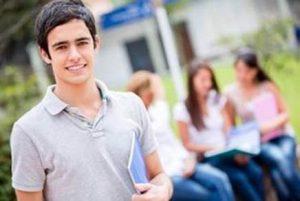 Em meio à crise econômica, brasileiros recorrem a bolsas de estudo para ingressar no ensino superior